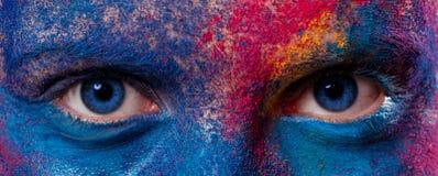 Ojos de la mujer con maquillaje de la pintura imágenes de archivo libres de regalías