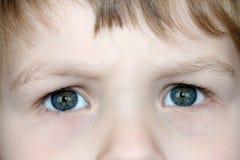 Ojos del niño imagen de archivo
