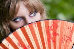 Ojos femeninos y ventilador hermoso Imagen de archivo libre de regalías