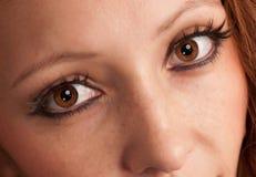 Ojos hermosos de la mujer joven Fotos de archivo