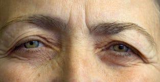 Ojos mayores de los womans Foto de archivo