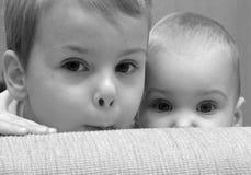 Ojos. niño con el bebé Imagen de archivo