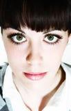 Ojos verdes el mirar fijamente Fotos de archivo