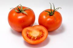 Ojos y sonrisa, cara del tomate aislada en el fondo blanco Foto de archivo