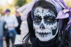 Okänd kvinna på den 15th årliga dagen av den döda festivalen Arkivbilder