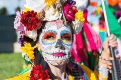 Okänd kvinna på den 15th årliga dagen den döda festivalen Arkivfoton