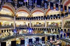 Okänt folk som shoppar i berömda lyxiga Lafayette Royaltyfri Bild