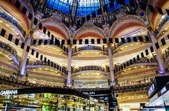 Okänt folk som shoppar i den berömda lyxiga Lafayette avdelningen Royaltyfria Bilder