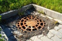 okładkowego manhole stary ośniedziały Fotografia Royalty Free