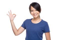 ok sign woman young Стоковая Фотография RF