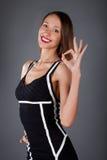 ok visande teckenkvinna Fotografering för Bildbyråer