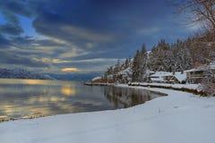 Okanagan sjö Kelowna British Columbia i vinter Arkivfoto