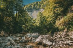 Okatse-Fluss-Landschaft Khoni-Bezirk nahe Kutaisi in Imereti-Region Lizenzfreie Stockfotos