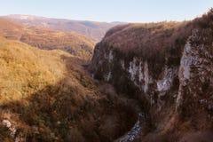 Okatse kanjon i vinter, Georgia Royaltyfri Foto