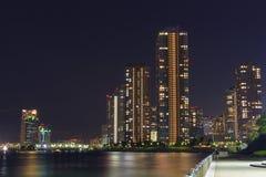 Okawabata Rivercity 21 w Tokio przy nocą Fotografia Royalty Free