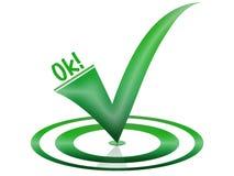 Okaysymbol im Grün für eine Website Lizenzfreie Stockbilder