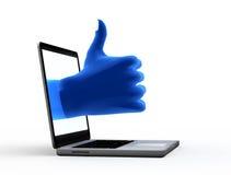 Okayzeichen. Blaue Hand vom Bildschirm stockbild