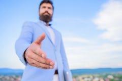 Okazja biznesowa networking Łączy mój biznes Przychodzący dalej Biznesowi związki Ręka biznesmen oferty ręka dla zdjęcia royalty free