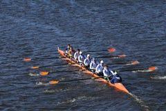 OKC Riversport乘员组在头赛跑查尔斯赛船会人` s青年时期八 免版税库存照片
