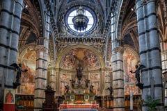OKER, TUSCANY/ITALY - 18 MEI: Binnenlandse mening van Sienna Duomo ( royalty-vrije stock afbeelding