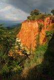 Oker zandheuvels in Roussillon, de Provence Stock Foto