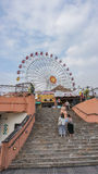 OKINAWA, JAPÃO - 21 de abril de 2017: A vila americana é um enterta Imagem de Stock Royalty Free