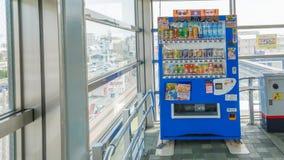 Okinawa Japan - April 19, 2017: Varuautomater i Okinawa Japa Arkivbilder