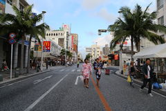 OKINAWA - 8. OKTOBER: Internationale Straße in Okinawa, Japan am 8. Oktober 2016 Lizenzfreie Stockfotografie