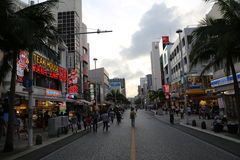 OKINAWA - 8. OKTOBER: Internationale Straße in Okinawa, Japan am 8. Oktober 2016 Stockfotos