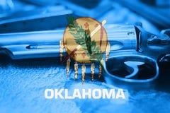 Oklahoma-Flagge U S Zustand Reglementierung von Waffenbesitz USA Vereinigte Staaten schießen La lizenzfreie stockfotos