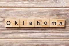 Oklahoma-Wort geschrieben auf hölzernen Block Oklahoma-Text auf Tabelle, Konzept Stockfotografie