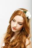 Oklanderlig skönhet. Fullblod Räv-färgat autentiskt koppla av för kvinna. Förfining Royaltyfria Foton