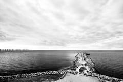 Oklarheter över den Oresund bron. Arkivfoto