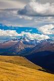 Oklarheter över Longs maximumet, Colorado Arkivbilder