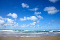 oklarheter över p-havswhite Arkivfoton