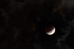 oklarheter förmörkar lunar Royaltyfri Foto