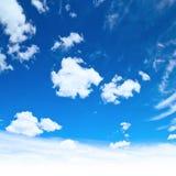 Oklarheter i skyen fotografering för bildbyråer