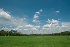 Oklarheter och sky i capitalen. Royaltyfria Foton