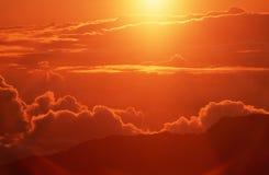 Oklarheter på soluppgången i HI Arkivbild