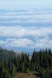 oklarhetsberg över havsöverkant Fotografering för Bildbyråer