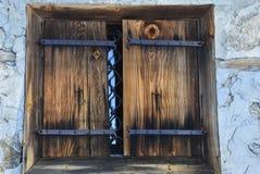 Okno żaluzje i starych nitów naturalni materiały Zdjęcia Royalty Free