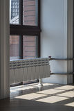 Okno i grzejnik ogrzewać indoors Obrazy Royalty Free