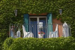 Okno i krzesła, Porto ercole, argentario, Italy obraz royalty free