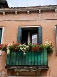 Okno kwitnie w Wenecja fotografia royalty free
