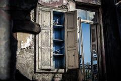 Okno przypomina past w starym więzieniu Zdjęcie Royalty Free