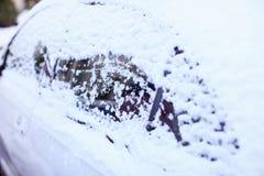 Okno samochód zakrywają z śniegiem Obraz Stock