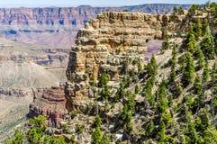 Okno skała Wyjawia Kolorado rzekę na Północnym obręczu Uroczysty jar w Arizona obraz stock