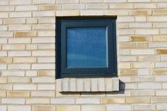 Okno w ściana z cegieł Ściana z cegieł z czarnym okno Obraz Stock
