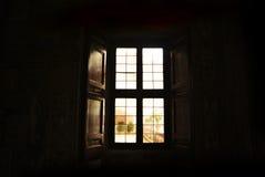 Okno w ciemnym pokoju Obraz Royalty Free