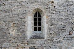 Okno w kamiennej ścianie antyczny monaster obrazy stock